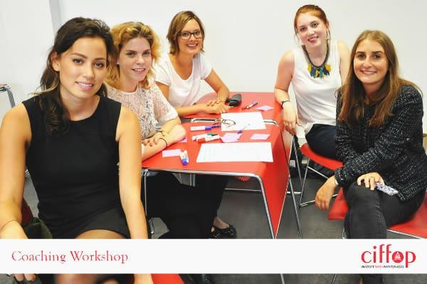 Les groupes participent à des ateliers créatifspour favoriser l'innovation RH